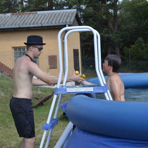 Pro potápěče tu byla placená zábava v podobě výlovu bazénu.