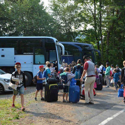 Úderem deváté hodiny autobusy vyrazily směrem Poděbrady.