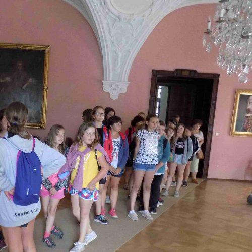 I v Chyši se tábornice s chutí podívaly do interiérů místního zámku.