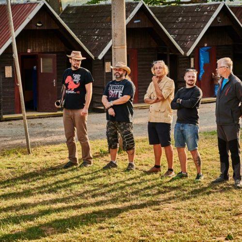 V rámci večerního nástupu jsme představili pracovníky tábora, členové expedice dostali základní provozní informace, vedoucí reagovali na četné dotazy.