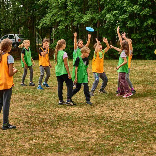 Pomyslný vějíř kvintália uzavírá ultimate frisbee.