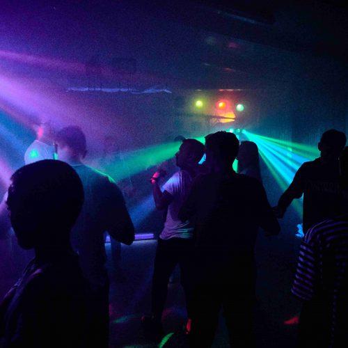 Dějiště nástupu se záhy proměnilo v prémiový hudební klub. Vstup volný.