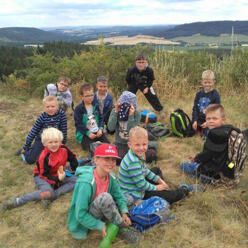 Nejmladší kluci pokořili blízký skalní ostroh.