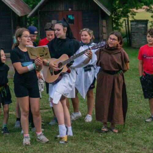 Právě na kulturním programu se dalo slušně vydělat. Družiny bavily nejen ostatní štamgasty, ale i přítomnou šlechtu.
