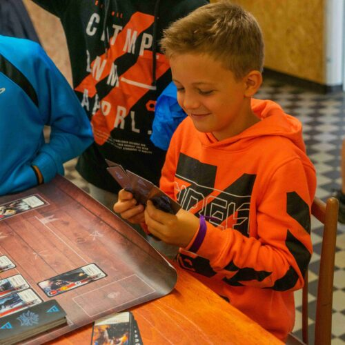 Hrála se i hra Gwent. Bylo možné navštívit oficiální karetní herní klub.