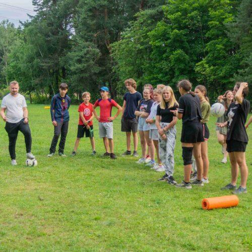 Skřetball je hra vycházející z pravidel touch ragby. To už vědí i starší střední. Již zítra začínají první ostré zápasy.