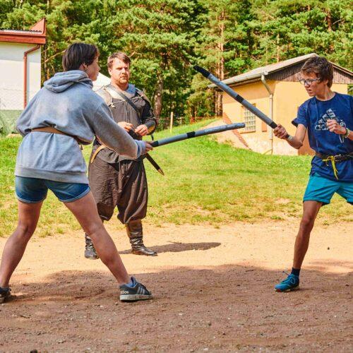Vedle skřetbalového hřiště se záhy rozjely i osobní boje. Družina měla možnost vyzvat soupeře a poměřit se ve čtyřech disciplínách, třeba v šermu.