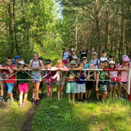 Ještě kompletní fotka malých výletníků, pořízená skoro na samotném konci okružního pochodu Zhořec-Zbraslav-Prohoř-Bezvěrov-Vlkošov-Zhořec.
